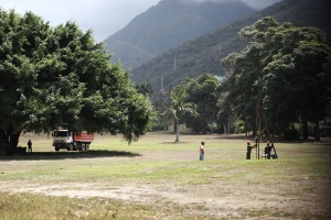Vieja promesa de Chávez se cumple con expropiación de campo de golf en Caraballeda