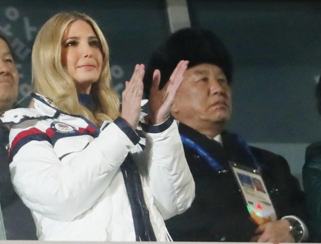 Ivanka Trump, hija del presidente estadounidense Donald Trump y asesora de la Casa Blanca, junto a Kim Yong Chol, de la delegación de Corea del Norte, en la ceremonia de cierre de los Juegos de Invierno de Pyeongchang 2018, Estadio Olímpico de Pyeongchang, Corea del Sur, 25 de febrero de 2018. REUTERS/Lucy Nicholson.
