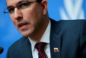 """Arreaza dice que sanciones de EEUU han hecho """"difícil"""" renegociar deuda externa"""