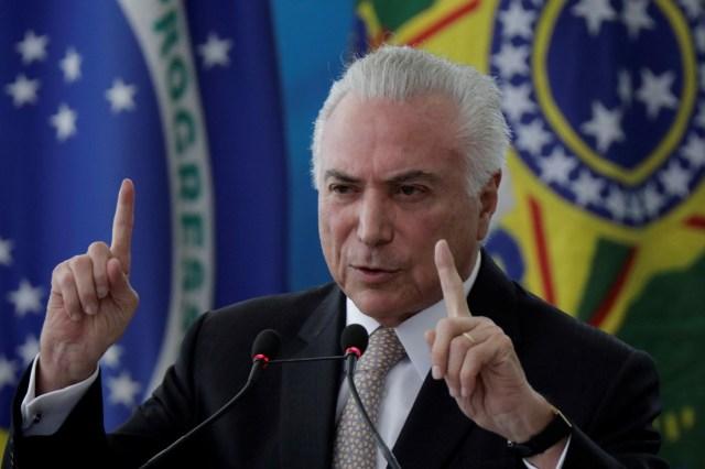 El presidente de Brasil, Michel Temer, en la ceremonia de asunción al cargo del nuevo ministro de Seguridad Pública,  Raul Jungmann, en Brasilia, feb 27, 2018. REUTERS/Ueslei Marcelino