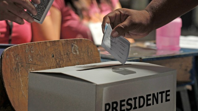 Ciudadano vota elecciones. Foto Refrencial. Reuters