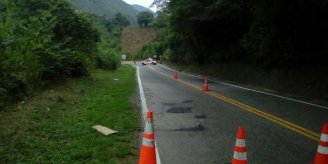 Se logró ubicar debajo del puente una caja negra que contenía 30 kilos de pentonita y que habría sido instalada por los subversivos. Foto: Tomada de Facebook Noti Cúcuta
