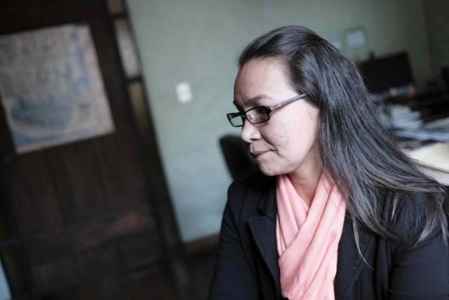 SJ1005. SAN JOSÉ (COSTA RICA), 05/02/2018.- La joven venezolana Linda Loaiza López, torturada, mutilada, violada y agredida durante un secuestro de cuatro meses, habla durante una entrevista con Efe hoy, lunes 05 de febrero de 2018, en San José (Costa Rica). Loaiza López levanta la voz para luchar contra la impunidad y la violencia de género en su país y para dar a conocer mañana su atroz caso ante la Corte Interamericana de Derechos Humanos. EFE/Jeffrey Arguedas