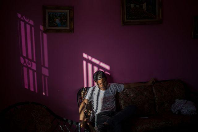 Endy Torres solía disfrutar de comidas de arroz, ensalada, proteínas, frutas, jugos y postres proporcionados por la empresa. Ahora él se va sin. Fotógrafo: Wil Riera / Bloomberg