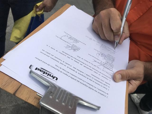 Además de mostrar agradecimiento por tratar la crisis venezolana, en el documento solicitan al Grupo de Lima establezca sanciones a funcionarios del actual gobierno y la apertura de un canal humanitario