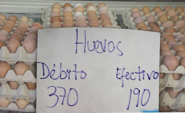 Comerciantes aumentan hasta 40% por pasar débito en Coro (Foto: Nuevo día)