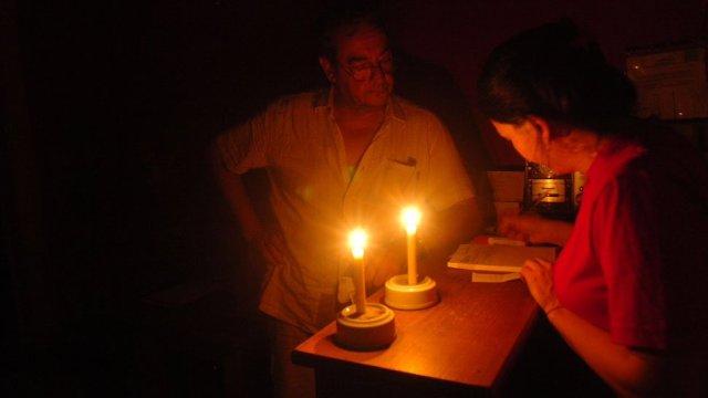 Familia de Guatire sin Luz desde 9am de la mañana. Foto cortesía: Twitter