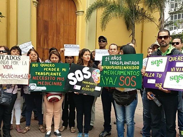 Pacientes trasplantados acuden al Instituto Venezolano de los Seguros Sociales (IVSS) para solicitar sus medicamentos. Aseguran que en caso de no recibirlos, pueden perder sus órganos y morir
