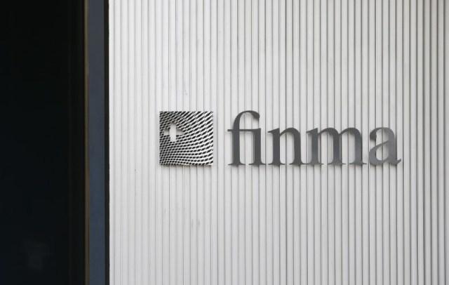 El logo de la Autoridad de Supervisión del Mercado Financiero Suizo FINMA se ve frente a su sede en Berna, Suiza, el 5 de abril de 2016. REUTERS / Ruben Sprich