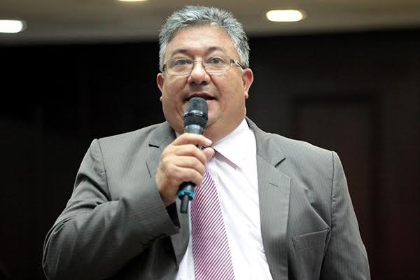 Pírela criticó el hecho de que hasta la fecha no se han realizado elecciones de Consejos Legislativos y Municipales