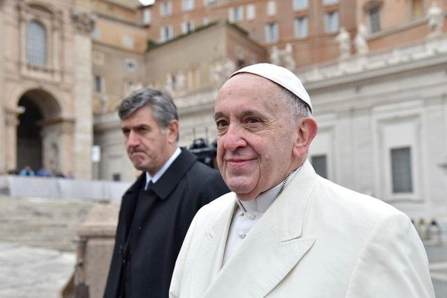El Papa Francisco al cierre de su audicencia general del miércoles en la Plaza San Pedro del Vaticano. 14 de febrero, 2018. REUTERS/Alberto Lingria