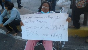 Nos estamos muriendo: Pacientes renales protestan por falta de tratamiento en el Zulia