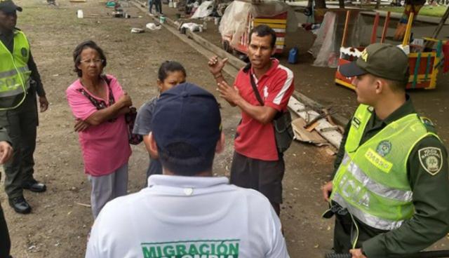 El Gem recorrió los parques del centro de Cúcuta en busca de aquellos venezolanos que están de manera irregular en la ciudad (Foto: Alfredo Estévez / La Opinión)