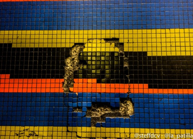Icónica obra de Cruz-Diez en Maiquetía se cae a pedazos. Foto: Steffany Carvajal/lapatilla