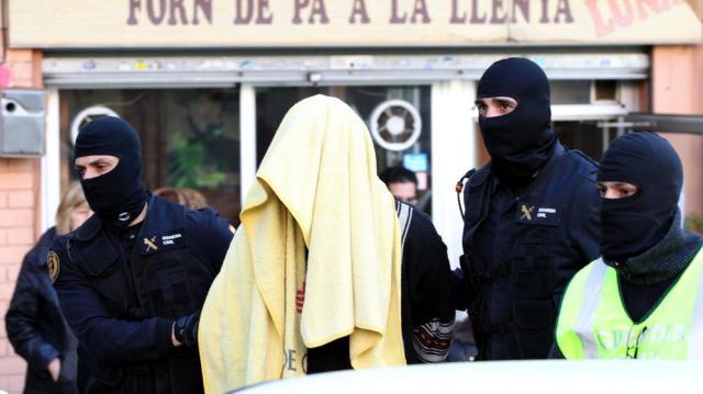 Policía detiene a presunto Yihadista. Foto cortesía Twitter