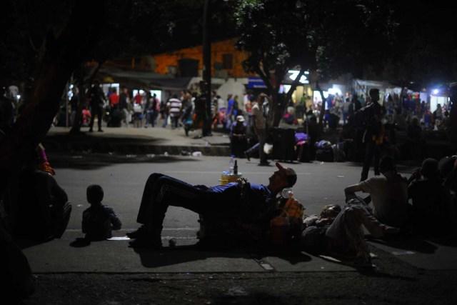 En Cúcuta, es común ver a ciudadanos venezolanos durmiendo en los parques públicos. Foto: Cristian Garavito - El Espectador