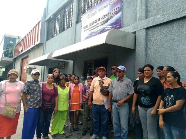 Pacientes de la unidad de diálisis José Gregorio Hernández exigieron al IVSS contraloría nacional, para verificar que los insumos no sean desviados | Foto Oriana Faoro