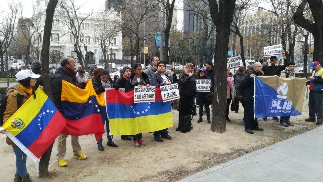 Foto: Desde Madrid venezolanos se manifiestan en apoyo a las sanciones de la UE / Cortesía
