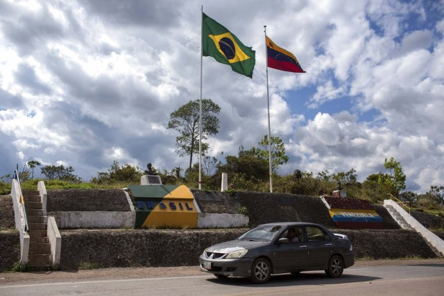 View of the Brazil-Venezuela border, from Pacaraima, Roraima, Brazil, on February 27, 2018. According to local authorities, around one thousand refugees are crossing the Brazilian border each day from Venezuela. With the constant influx of Venezuelan immigrants, most are living in shelters and the streets of Boa Vista and Pacaraima cities, looking for work, medical care and food. Most are legalizing their status to stay and live in Brazil. / AFP PHOTO / Mauro Pimentel / TO GO WITH AFP STORY by Paula RAMÓN