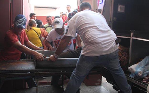 Sobre una bandeja ingresó el cadáver del delincuente a la morgue