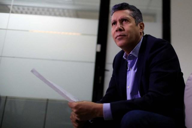 El candidato presidencial venezolano Henri Falcón habla durante una entrevista con Reuters en Caracas, Venezuela, 28 de febrero de 2018. REUTERS/Marco Bello