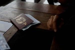 El largo camino para obtener un pasaporte en Venezuela