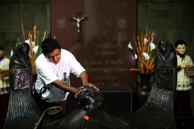 FILE PHOTO: A man prays as he waits for the newly elevated Cardinal Gregorio Rosa Chavez  at the grave of Mons. Oscar Arnulfo Romero upon his return at the Metropolitan Cathedral in San Salvador, El Salvador, July 4, 2017. REUTERS/Jose Cabezas/File Photo