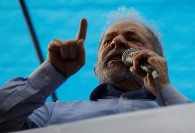 El expresidente Luiz Inácio Lula da Silva en un mitin en apoyo a su candidatura en Porto Alegre, Brasil, ene 23, 2018. REUTERS/Paulo Whitaker