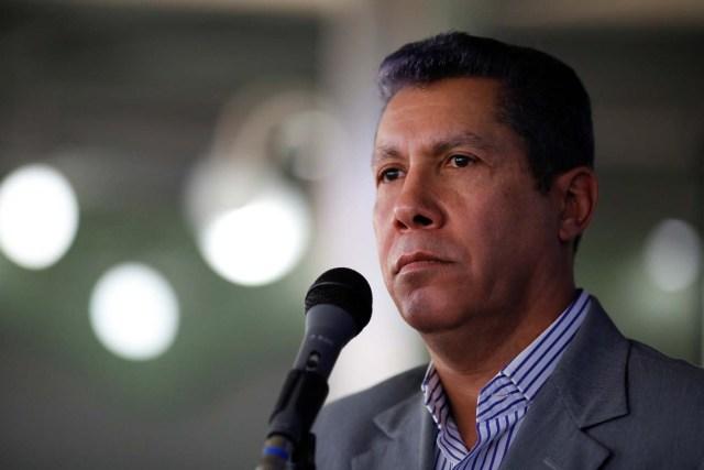 Venezuelan presidential candidate Henri Falcon attends a news conference in Caracas, Venezuela March 9, 2018. REUTERS/Carlos Garcia Rawlins