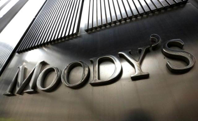 Imagen de archivo del logo de Moody's en el 7 World Trade Center, el edificio corporativo de la empresa en Nueva York, Estados Unidos. 6 de febrero, 2013. REUTERS/Brendan McDermid