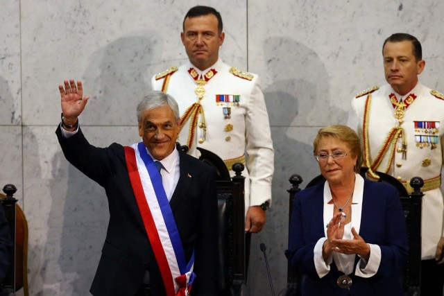 Chile's President Sebastian Pinera waves after he was sworn-in, next to former president Michelle Bachelet, at the Congress in Valparaiso, Chile March 11, 2018. REUTERS/ Ivan Alvarado