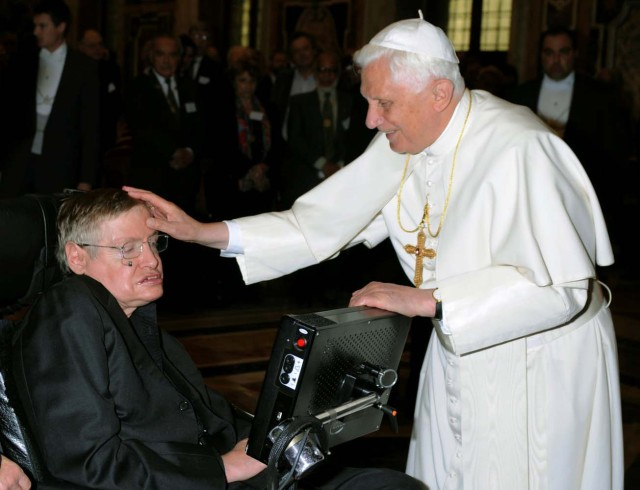 FILE PHOTO: Pope Benedict XVI (R) greets British professor Stephen Hawking during a meeting of science academics at the Vatican October 31, 2008. REUTERS/Osservatore Romano/File Photo