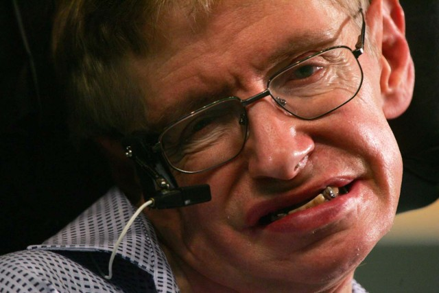 FILE PHOTO: Stephen Hawking, one of the world's leading theoretical physicist, attends a news conference at the Hong Kong University of Science and Technology during his six-day visit to Hong Kong June 13, 2006. REUTERS/Paul Yeung/File Photo