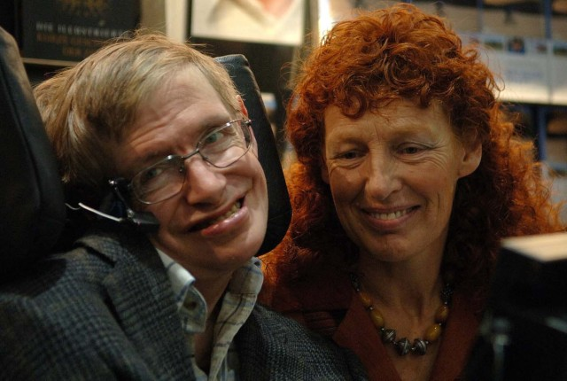 FILE PHOTO: British astrophysicist Professor Stephen Hawking and his wife Elaine (R) visit the stand of German bookseller Rowohlt at the Frankfurt book fair, October 19, 2005. REUTERS/Alex Grimm/File Photo