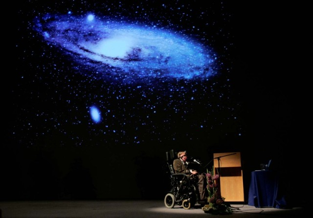 """FILE PHOTO: British physicist Stephen Hawking delivers a lecture on """"The Origin of the Universe"""" at the Heysel conference hall in Brussels May 20, 2007. REUTERS/Francois Lenoir/File photo"""