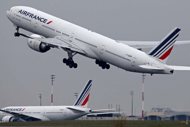 An Air France Airbus Boeing 777 airplane takes off past a control tower at the Charles-de-Gaulle airport in Roissy, near Paris, France, March 23, 2018. REUTERS/Pascal Rossignol