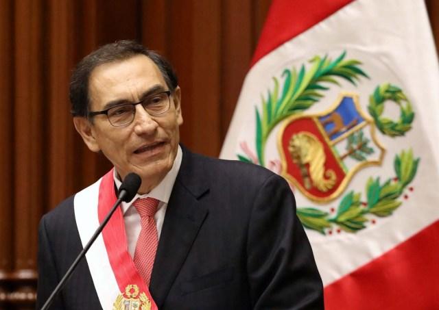 El presidente de Perú, Martín Vizcarra, dando un discurso tras jurar al cargo frente al Congreso en Lima, mar 23, 2018. REUTERS/Mariana Bazo
