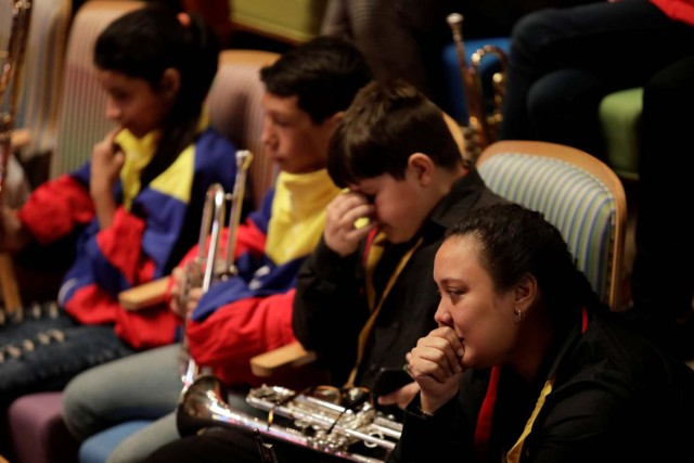 Members of the National System of Children and Youth Orchestras react during the memorial service of its founder Jose Antonio Abreu in Caracas, Venezuela March 25, 2018. REUTERS/Marco Bello