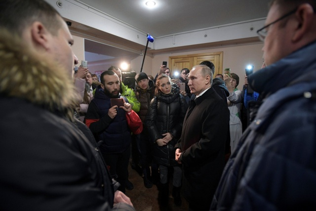 Russian President Vladimir Putin meets with locals and relatives of persons missing in a fire in a shopping mall in the Siberian city of Kemerovo, Russia March 27, 2018. Sputnik/Alexei Druzhinin/Kremlin via REUTERS ATTENTION EDITORS - THIS IMAGE WAS PROVIDED BY A THIRD PARTY.