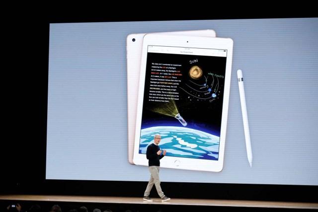 El presidente ejecutivo de Apple, Tim Cook, en un evento educativo en Chicago, EEUU, mar 27, 2018. REUTERS/John Gress