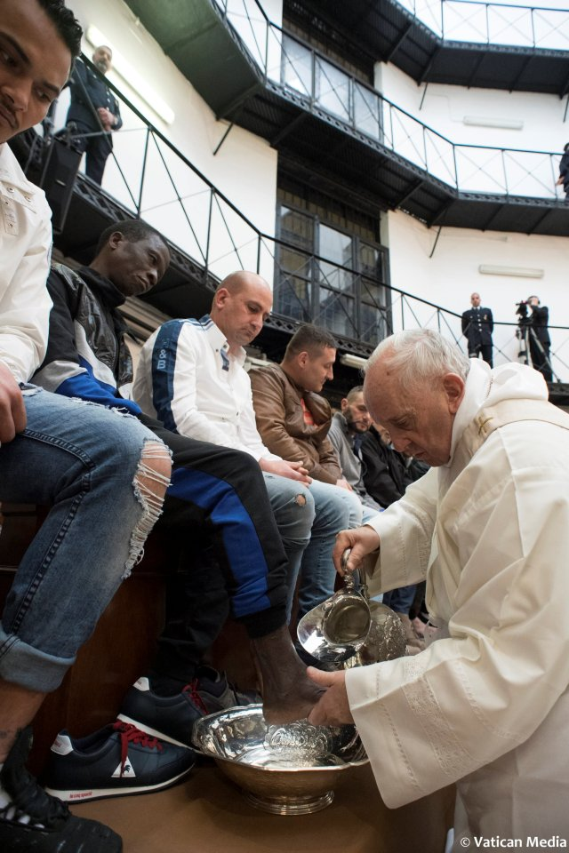 Pope Francis washes the foot of an inmate at the Regina Coeli prison during the Holy Thursday celebration in Rome, Italy, March 29, 2018. Osservatore Romano/Handout via REUTERS ATTENTION EDITORS - THIS IMAGE WAS PROVIDED BY A THIRD PARTY