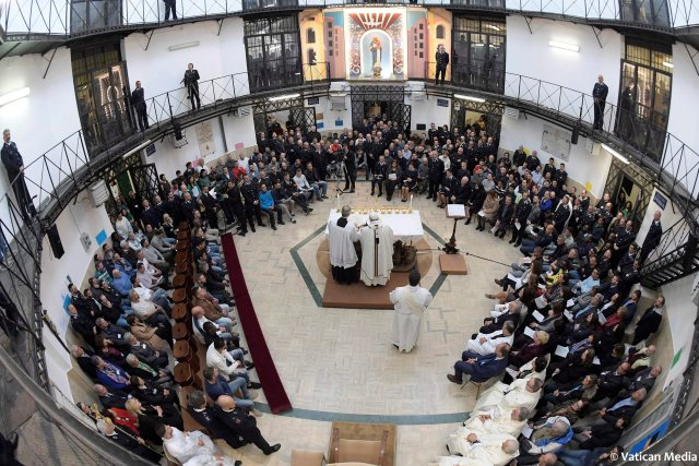 Pope Francis speaks at the Regina Coeli prison during the Holy Thursday celebration in Rome, Italy, March 29, 2018. Osservatore Romano/Handout via REUTERS ATTENTION EDITORS - THIS IMAGE WAS PROVIDED BY A THIRD PARTY