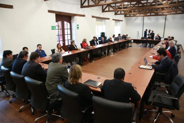 Fotografía cedida por el Gobierno colombiano que muestra una vista general durante la reanudación del diálogo entre el Gobierno colombiano y la guerrilla Ejército de Liberación Nacional (ELN) hoy, jueves 15 de marzo de 2018, en Cashapamba, al sureste de Quito (Ecuador). Las delegaciones del Gobierno de Colombia y de la guerrilla Ejército de Liberación Nacional (ELN) retomaron hoy la negociación de paz en una hacienda al sureste de Quito, en la que es la quinta ronda de conversaciones. EFE/Cortesía Gobierno de Colombia