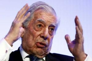 Vargas Llosa: Hay una derecha civilizada en Chile que gana espacios y una cavernaria que retrocede