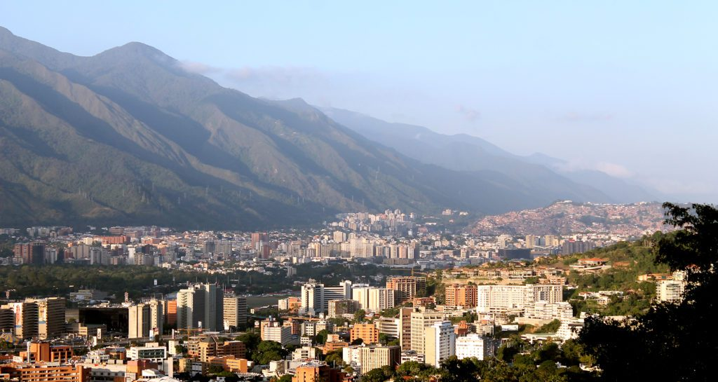 """Huyen de las regiones hacia Caracas para conseguir """"normalidad"""""""