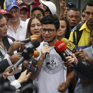 """Carlos Benucci ratifica que rebelión comenzó en los hospitales y con un solo objetivo: """"Fuera Maduro"""""""