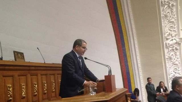 Diputado Luis Florido en la sesión ordinaria de este marte 13 de marzo. Foto: AN