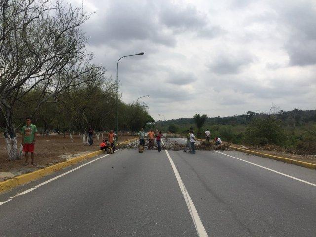 Según informa Ramos, a diario se realizan manifestaciones por falta de comida, medicamentos, transporte, electricidad y agua (Foto extraída de las redes sociales)