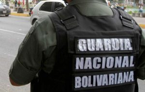 Extraoficial: Sustraen armamento de la GN en Petare #21Ene