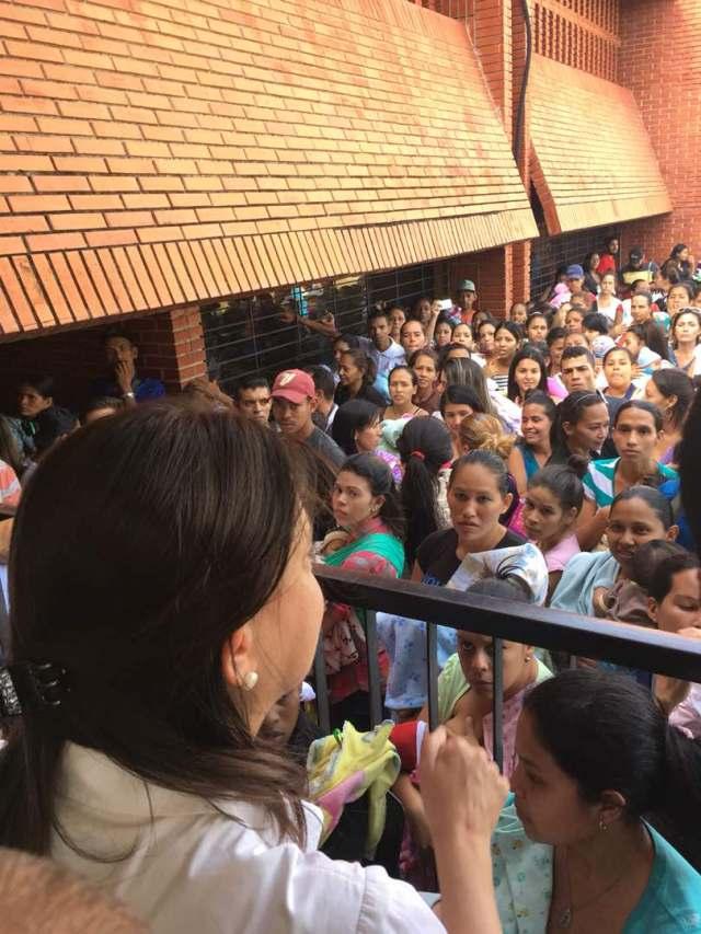 Coordinadora nacional de Vente Venezuela visitó la Maternidad del Sur y la UC
